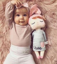 Najoblúbenejšia bábika nielen na DaDaboom, ale na celom svete. Dolls, Face, Montessori, Fashion, Amigurumi, Baby Dolls, Moda, Fashion Styles, Puppet