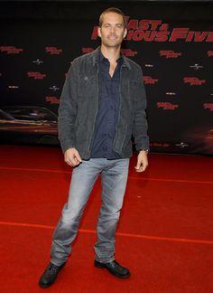 Paul Walker coroner | http://hollywoodpq.com/2013/12/04/gillian-anderson-se-denude-pour-la ...