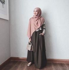 New Style Casual Everyday Hijab Ideas Modern Hijab Fashion, Muslim Women Fashion, Hijab Fashion Inspiration, Abaya Fashion, Skirt Fashion, Trendy Fashion, Fashion Outfits, Hijab Casual, Hijab Chic