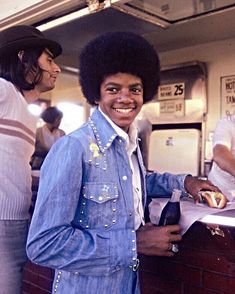Look at this cutie 😍❤ He always looks so good and stunning in every and each picture 😌😍 - - - The Jackson Five, Mike Jackson, Jackson Family, Young Michael Jackson, Photos Of Michael Jackson, Joseph, Duck Face, The Jacksons, American Singers