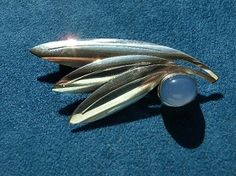 Swedish brooch in silver with blue calsedeon from the 50s.    Stämplat: .3 billion, S, Helsingborg, E) (1955år), SEH (Style Jewelry Per Ericsson 0.1949 to 57)  Height: 3cm  Width 6cm  Weight: 7.4 gr