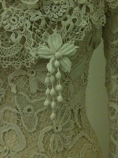 Rosemary Cathcart Antique Lace and Vintage Fashion:The most beautiful Irish Crochet gowns very often had Crochet pendents added.