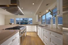 Small Kitchen Kitchen Design Ideas, Pictures, Remodel and Decor RRM