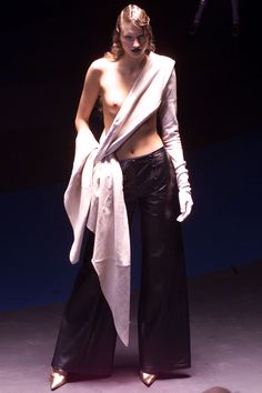 Alexander McQueen Fall 2001 Ready-to-Wear Fashion Show Collection