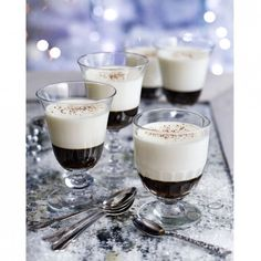 8 Winter-white Christmas desserts and treats White Christmas Desserts, Christmas Deserts, Christmas Cakes, Elegant Christmas, Pudding Club, Mini Pastries, Baked Alaska, Popular Drinks, White Russian