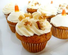 Those Pumpkin Cupcakes with Cream Cheese Frosting look so good. They could be a great Halloween treat. With cute candy corn use as decoration, pumpkin cupcakes Frosting Recipes, Cupcake Recipes, Cupcake Cakes, Dessert Recipes, Recipes Dinner, Cup Cakes, Cupcakes With Cream Cheese Frosting, Yummy Cupcakes, Banana Cupcakes
