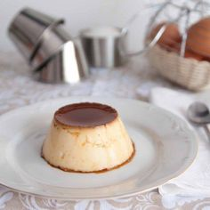 Very soft and delicious dessert made with eggs and milk (in Spanish). Flan Dukan, Dukan Diet, Egg Recipes, Light Recipes, Snack Recipes, Flan Recipe, Microwave Recipes, Delicious Desserts, Food And Drink