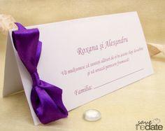 Plic de bani cu fundita mov Royal Purple. Tableware, Model, Weddings, Green, Dinnerware, Bodas, Dishes, Wedding, Mariage