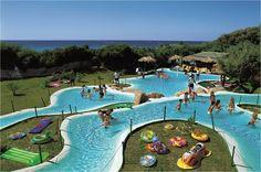 Il Villaggio ist ein idealer Ort für einen Familienurlaub auf Sardinien. Es ist Teil des Forte Village Resort.