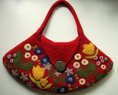 https://flic.kr/p/87PvUz | Red felted shoulderbag tote with beutiful needlefelted flowers | My latest and largest felted bag! I think it turned out beautiful with all needle felted colorful flowers