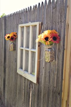 Looking for garden fence ideas? There are a number of ideas for upcycling older items into garden fence décor. Window frames, with or without the glass, are a popular choice. Using a window frame on the garden fence gives the garden a charming look. Backyard Fences, Backyard Landscaping, Fence Garden, Diy Fence, Backyard Ideas, Backyard Designs, Pool Fence, Fancy Fence, Decorative Garden Fencing