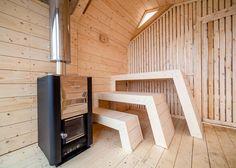 Esta madera pasos sauna sobre el paisaje de Noruega