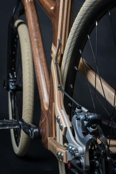 Designed by Mike Pecsok of Grainworks, the AnalogOne.One combines polished wood and steel for earthy. Wooden Bicycle, Wood Bike, Velo Cargo, Giant Bikes, Bicycle Store, Push Bikes, Bike Brands, Bike Style, Cycling Art