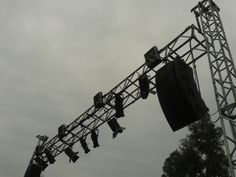 Line array Utility Pole, Style