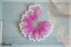 This is what i've been wonderi Seed Bead Flowers, French Beaded Flowers, Bead Jewellery, Seed Bead Jewelry, Beaded Jewelry Patterns, Beading Patterns, Beaded Bouquet, Brick Stitch Earrings, Bead Crochet