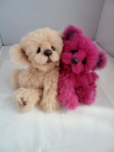 Please meet Pink Lady who is 8 inches of hot pink alpaca, she is 5 way jointed and heavily weighted.  I hand dyed the alpaca using non toxic natural dyes.  Pink Lady  is getting cosy with Fudge, if you can offer Fudge a home, please email me for details at www.facebook.com/bearaliciousbears
