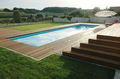 Nahe Pforzheim: Felder und Wald direkt von der eigenen Terrasse aus betrachten. Bei Bedarf bietet sich ein Sprung in den hauseigenen Swimmingpool an.