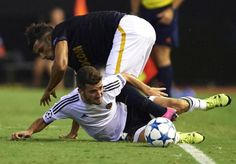 Manchester United eye January swoop for Valencia left-back Jose Luis Gaya - http://footballersfanpage.co.uk/manchester-united-eye-january-swoop-for-valencia-left-back-jose-luis-gaya/
