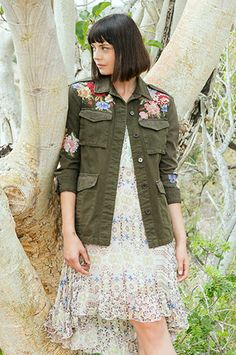 The military trend is big news this season but the 3J WORKSHOP CECILY MILITARY COAT will be a closet favorite for years to come. Featuring all the cool stylings of a classic, utilitarian jacket with chunky buttons, patch pockets and shoulder tabs, the feminine, floral embroidery adds a beautiful spin on this brilliant basic. In Army or Black.