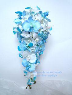 Bouquet de mariée cascade et la boutonnière jasmin orchidée blanc blue turquoise plume(ref,bouquet-c012) : Autres art par fleur-angelique