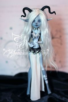 SweetMidori Custom Monster High Dolls, Monster High Repaint, Custom Dolls, Barbie, Monster High Ghoulia, Gothic Dolls, Doll Painting, Anime Dolls, Paperclay