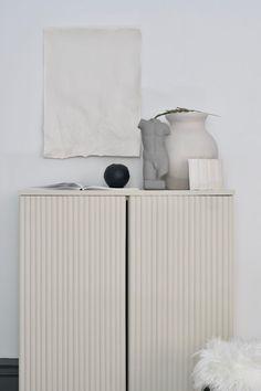 Get inspired by An Interior Affair amazing Ikea Ivar hack - minimalist and stylish — Krone Kern Diy Hanging Shelves, Diy Wall Shelves, Floating Shelves Diy, Ivar Regal, Casa Clean, Ikea Hacks, Diy Hacks, Ivar Ikea Hack, Diy Home Decor Projects