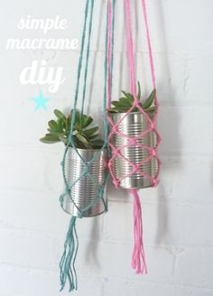 Simple Macrame Diy In this fast, high tech world we live in it's great to see some old school crafts coming back. In the (were you born yet ?) I had a macrame plant hanger in… Diy Macrame Plant Hanger, Macrame Hanging Planter, Diy Hanging, Hanging Plants, Plants Indoor, Diy Décoration, Diy Crafts, Simple Crafts, Sell Diy