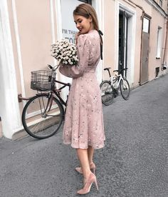 Flowers and mauve dress Modest Outfits, Classy Outfits, Modest Fashion, Dress Outfits, Fashion Dresses, Cute Outfits, 90s Fashion, Korean Fashion, Fashion Trends