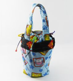 Carry your lunch in style with these cute and colorful lunch box bag.
