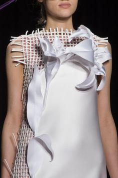 Viktor & Rolf at Couture Spring 2018 - Details Runway Photos Spring Couture, Haute Couture Fashion, Couture Week, Spring Fashion, Fashion Show, Fashion Outfits, Fashion Fashion, Fashion 2018 Trends, Newspaper Dress
