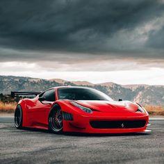 The Ferrari 458 is a certified head-turner. Luxury Sports Cars, Top Luxury Cars, Ferrari 458, Lamborghini Cars, Automobile, Foto Blog, Latest Cars, Expensive Cars, Car Wallpapers
