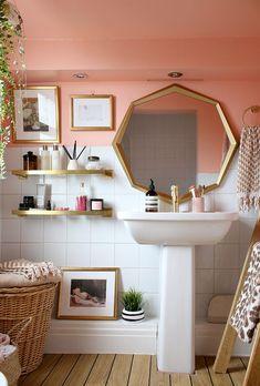 peach bathroom in Victorian home with gold octagon mirror and brass shelving Peach Bathroom, Gold Bathroom, Mirror For Small Bathroom, Bathroom Table, Bathroom Hacks, Bad Inspiration, Bathroom Inspiration, Gold Bad, Octagon Mirror