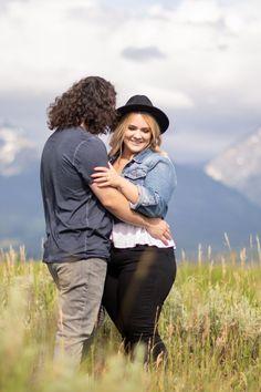 Engagement Tips, Engagement Photo Outfits, Engagement Pictures, Engagement Photography, Engagement Session, Picture Outfits, Couple Outfits, Clothing Photography, Photoshoot Ideas