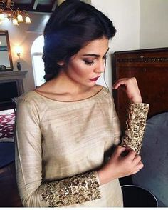 Lovely Sleeves, Keeping it simple and chic! Embellished cuffs is one of our all time favourite trends. Pakistani Dresses, Indian Dresses, Indian Outfits, Pakistani Couture, Indian Attire, Indian Wear, Look Fashion, Indian Fashion, Dress Fashion