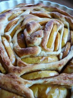 Apple Bread recipe - simple recipe. It's in Dutch but the blog page has a translate button. DE GULLE AARDE: appelbrood