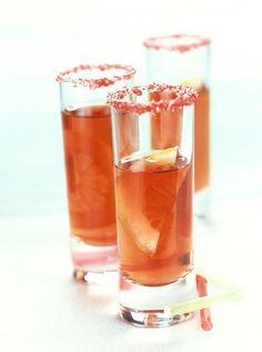 """Découvrez la préparation de la recette """"Cocktail bombe à feu à la tequila"""" : Dans un shaker rempli aux 2/3 de glaçons, versez la tequila, la vodka, le whisky et le tabasco.Fermez et secouez énergiquement.Versez dans un verre à cocktail en filtrant les glaçons. Tequila, Vodka, Whisky, Punch, Tabasco, Shaker, Cocktails, Drinks, Sangria"""