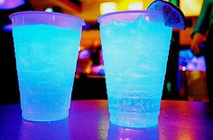 Electric Gatorade: shot vodka, shot rum, shot gin, shot melon liqueur, shot triple sec. Add ice and fill glass with sour mix. Party Drinks, Cocktail Drinks, Fun Drinks, Cocktail Recipes, Colorful Drinks, Cocktail Names, Blue Cocktails, Gin, Triple Sec