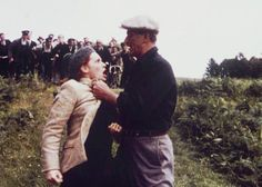 The Quiet Man - John Wayne and Maureen O'Hara. This is where he begins to drag her by her hair. A crazy scene! Man Movies, I Movie, Movie Stars, The Quiet Man Movie, Classic Hollywood, Old Hollywood, Westerns, John Wayne Movies, Maureen O'hara