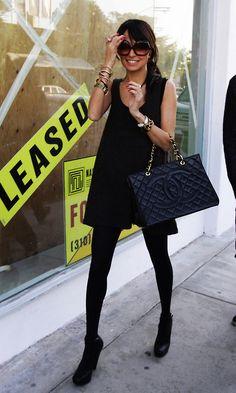 Nicole Richie... all in black... i like :)  R.O