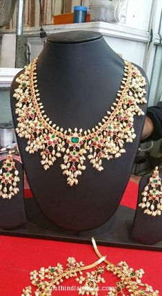 Gold Earrings Designs, Necklace Designs, Indian Necklace, Gold Necklace, Wedding Jewelry, Bridal Jewellery, Gold Jewelry, Jewelery, Indian Jewelry Sets