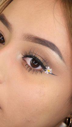 Makeup Eye Looks, Eye Makeup Art, Colorful Eye Makeup, Airbrush Makeup, Cute Makeup, Skin Makeup, Eyeshadow Makeup, Glitter Makeup, Eye Makeup Designs