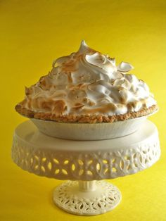 lemon meringue pie Lemon meringue pie: when it's good, it's very very good but if it's bad it's a soggy, soupy, slippery mess! Soupy filling, soggy crust and meringue that slips righ Mile High Lemon Meringue Pie Recipe, Easy Lemon Pie, Mini Lemon Meringue Pies, Lemon Pie Recipe, Lemon Meringue Cheesecake, Lemon Recipes, Sweet Recipes, Best Meringue Recipe, Pie Recipes