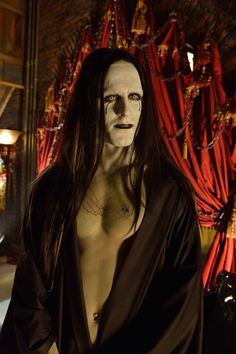 THE STRAIN Season 1 Episode 3. Jack Kesy as Gabriel Bolivarin.... I'm so addicted to this show!