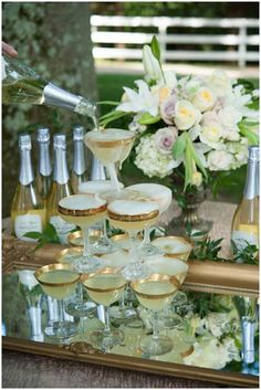 Mini Champagne tower with lovely gold rimmed champagne saucers - perfect for a Great Gatsby party Great Gatsby Theme, Gatsby Themed Party, Great Gatsby Wedding, Wedding Reception, 1920s Theme, Summer Wedding, Champagne Tower, Mini Champagne, Champagne Glasses