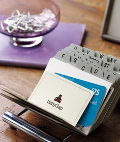 business card organizer as gift card holder! Perfect way to keep track of your family's gift cards! #organize