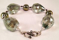 Braccaile in cristallo, perle di ceramica ed argento 925, chiusura argentata nickel free.  Taglia media.    Per avere una favolosa parure è