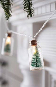 Thanksgiving's passed and Christmas is here! Try these unique DIY Christmas garland ideas that are sure to make your house and Christmas tree look great! Diy Christmas Garland, Decoration Christmas, Noel Christmas, Simple Christmas, All Things Christmas, Winter Christmas, Handmade Christmas, Christmas Crafts, Magical Christmas