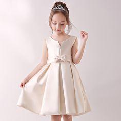 🌺サテン子どもドレス🍄 シンプルでかわいい子供用フォーマルドレス🎀100cm~160cm 🎊冬の大感謝 SUPER SALE🎉 ★25%OFF🈹 通常価格:¥6,150❌ 割引後¥4,613🉐 お得な機会にぜひお手にとってください✨ #子どもドレス #キッズドレス #ジュニアドレス #フォーマル用 Girls Dresses, Flower Girl Dresses, Dressmaking, Little Girls, Wedding Dresses, Kids, Fashion, Vestidos, Children Poses