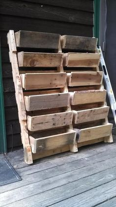 Oh my! I would love love love this! So many uses.so little time! ~old pallet ideas my! I would love love love this! So many uses.so little time! ~old pallet ideas Pallet Ideas, Pallet Crafts, Pallet Projects, Diy Pallet, Pallet Stairs, Diy Projects, Pallet Couch, Pallet Wood, Pallet Shelves Diy