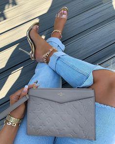 Fashion Handbags, Purses And Handbags, Casual Dresses For Teens, Teen Dresses, Bags Game, Sacs Design, Cute Heels, Best Bags, Cute Bags